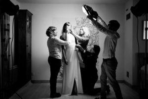 équipe pour shooting collection robe de mariée en studio