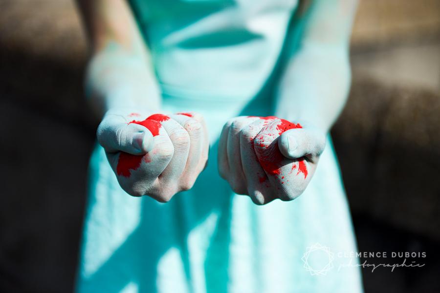 un shooting inspiration mariage avec des poudres de couleur par la créatrice de robes de mariée LaureBGady