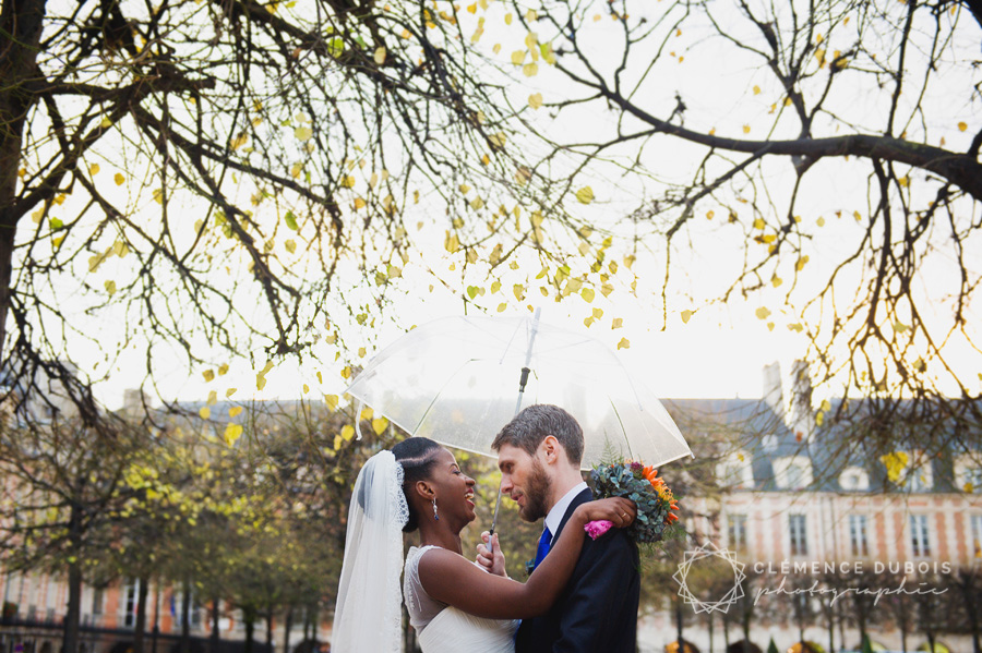 un joli mariage en bleu et parisien en automne