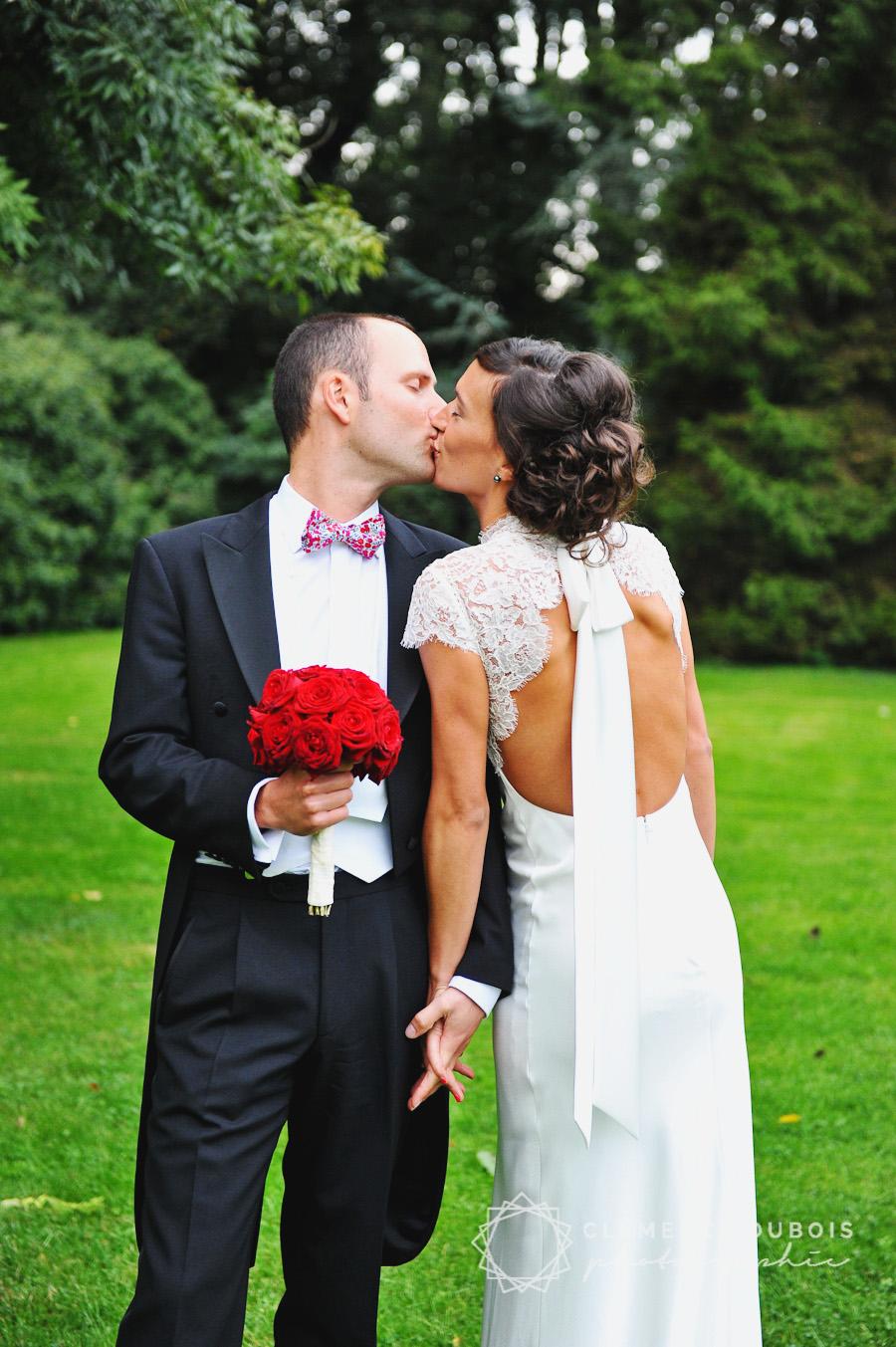 un mariage festif en rouge dans le nord près de lille