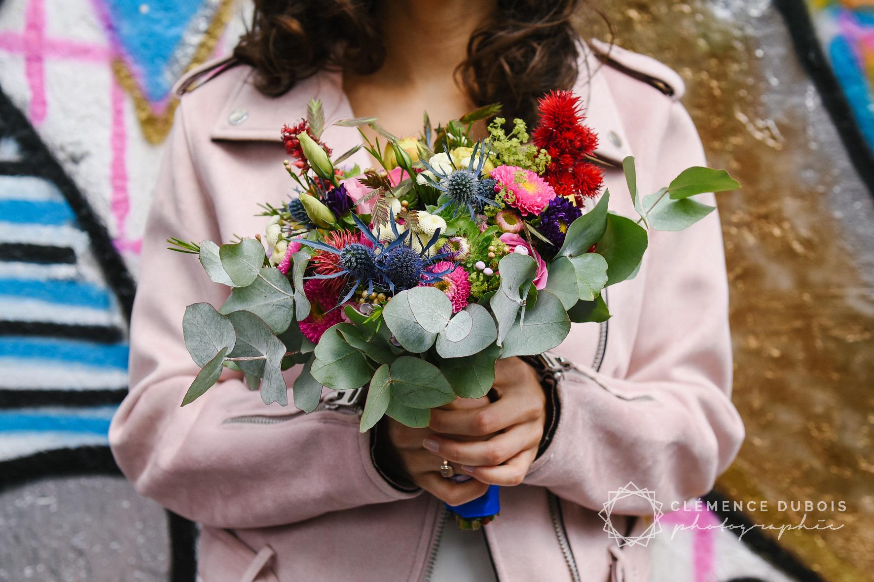 bouquet de fleurs coloré mariage festif dans le quartier de la Butte aux Cailles à paris