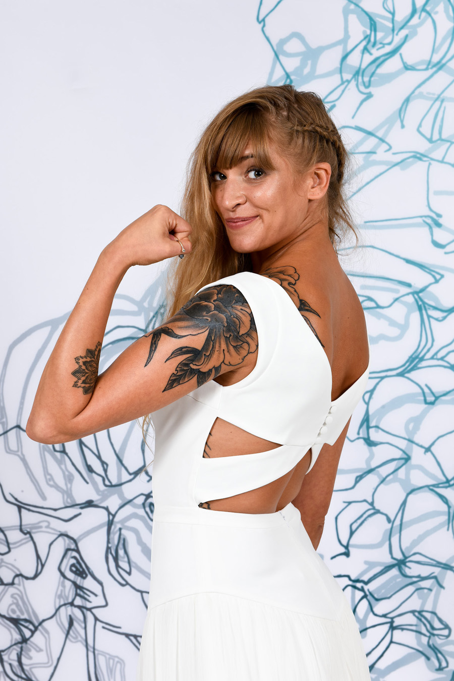 portrait de mariée tatouée en studio