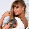 portrait de mariée avec tatouage en studio
