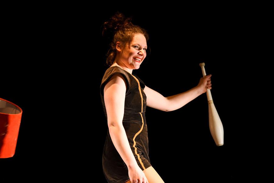 portrait femme spectacle cirque au Théâtre de Belleville à Paris