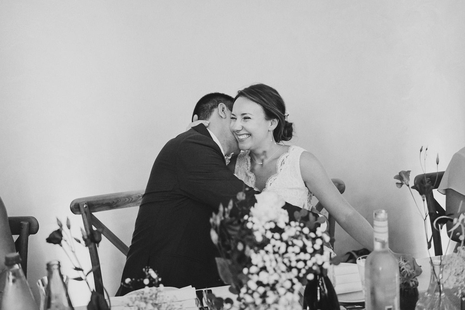 couple mariés à table