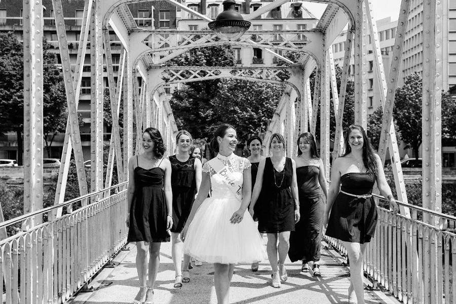 future mariée avec ses amies à Paris
