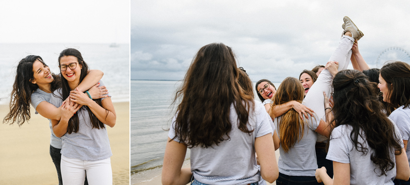 une femme est portée par ses amies sur la plage
