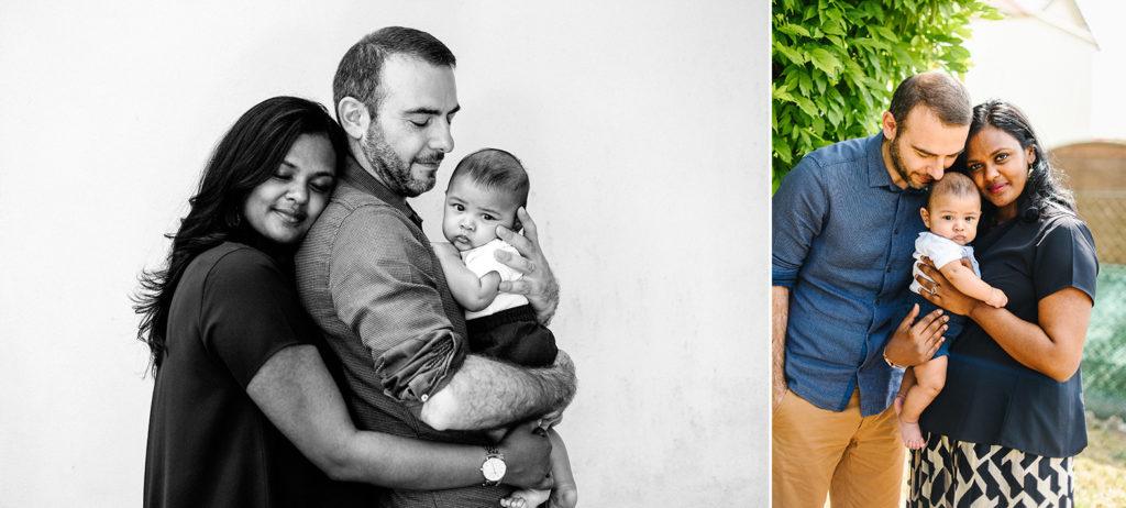 une femme et un homme posent avec leur petit garçon dans les bras