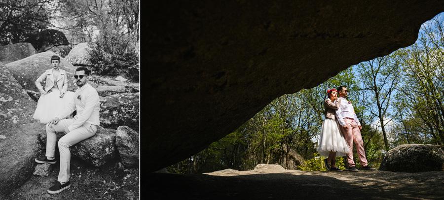 un couple pose dans les rochers en pleine nature