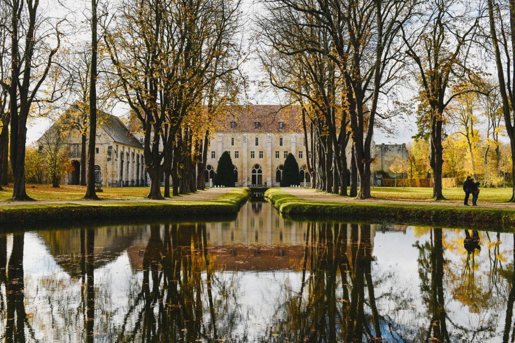 La salle de réception est une abbaye cistercienne