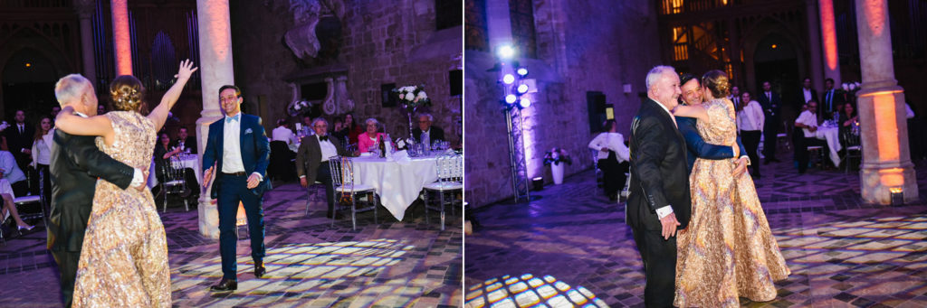 Le marié rejoint sa femme sur la piste de danse