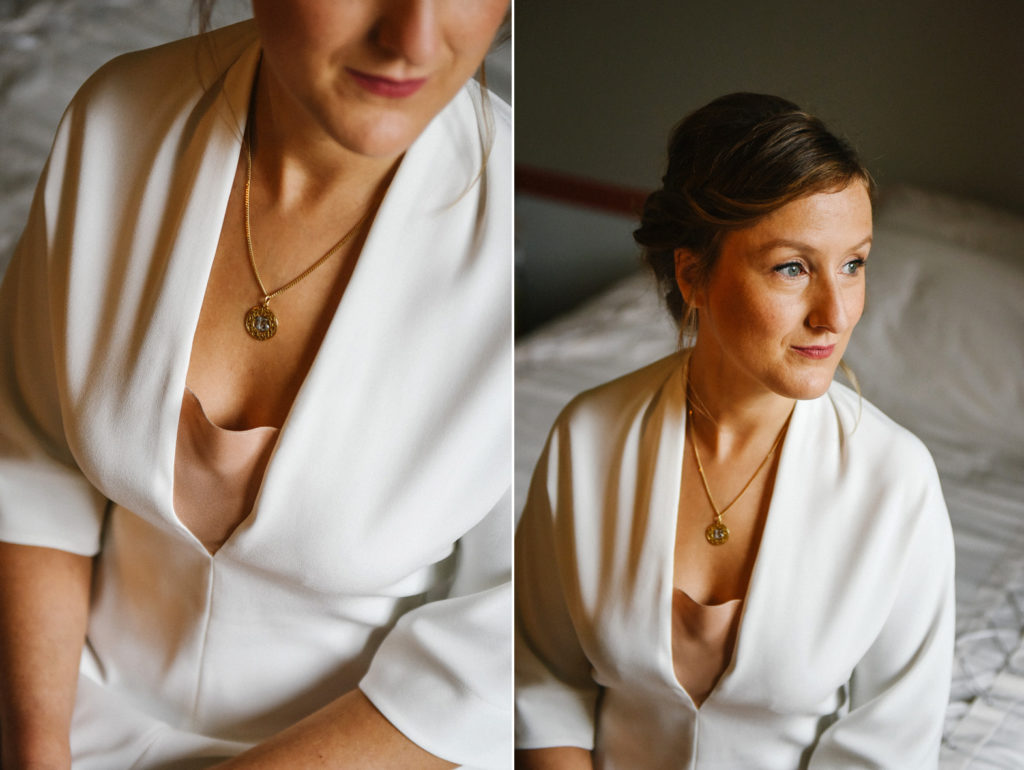 La mariée pose assise